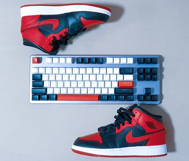 spiderman-keyboard-mechanicalkeyboard-mechkeys-gamingkeyboard-drop-spidermanedit-jordans-jordanair1-custom keyboard